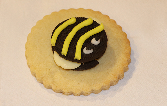 Bee Shaped Cookie