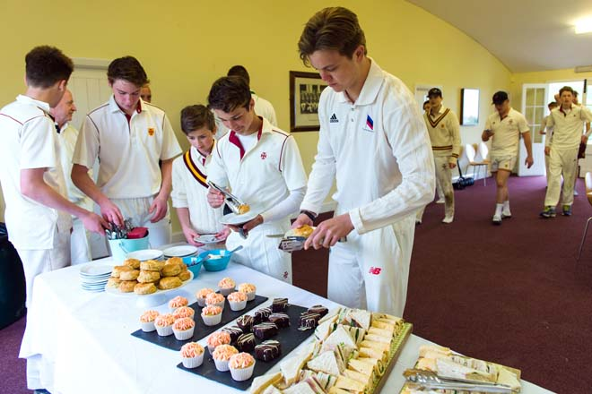 Cricketers eating lunch